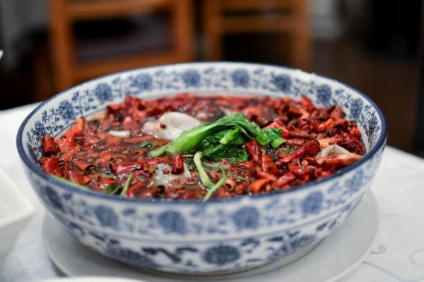 刺激腸胃的食物 Spicy hot pot.